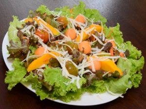 A SALADA TROPICAL
